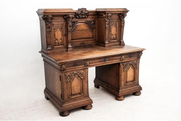 biurko w stylu renesansowym