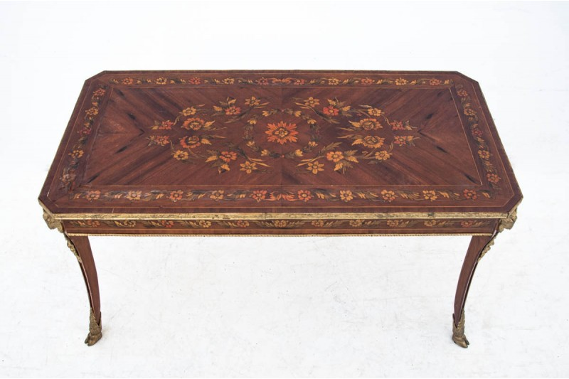 Intarsjowany stolik