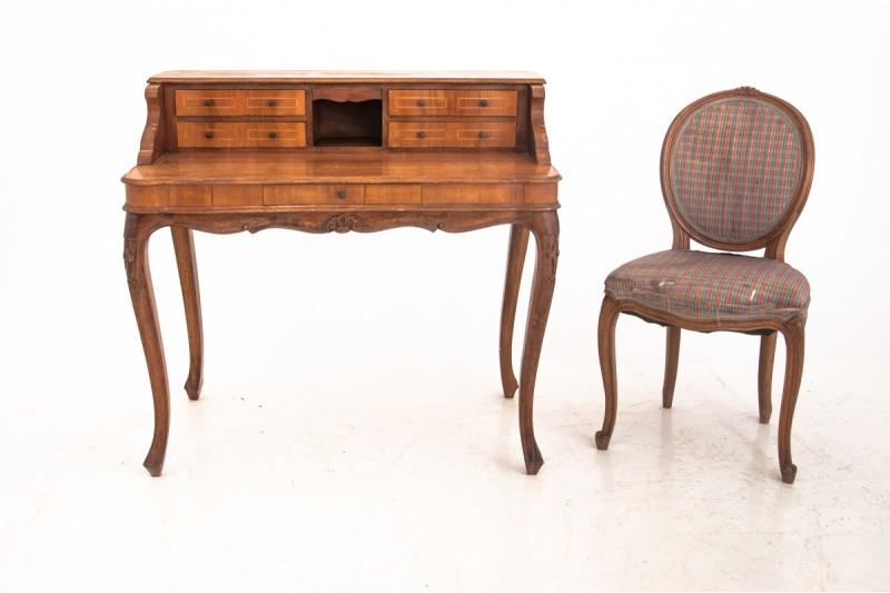krzesło antyczne i biuro antyk