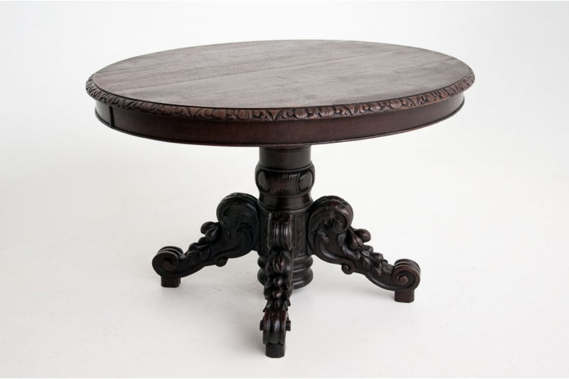Stylowy stół antyczny z drewna dębowego.