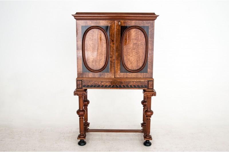 Zabytkowy kabinet - barek z około 1870 roku. PO RENOWACJI