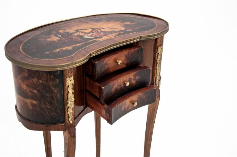 francuski malowany stolik