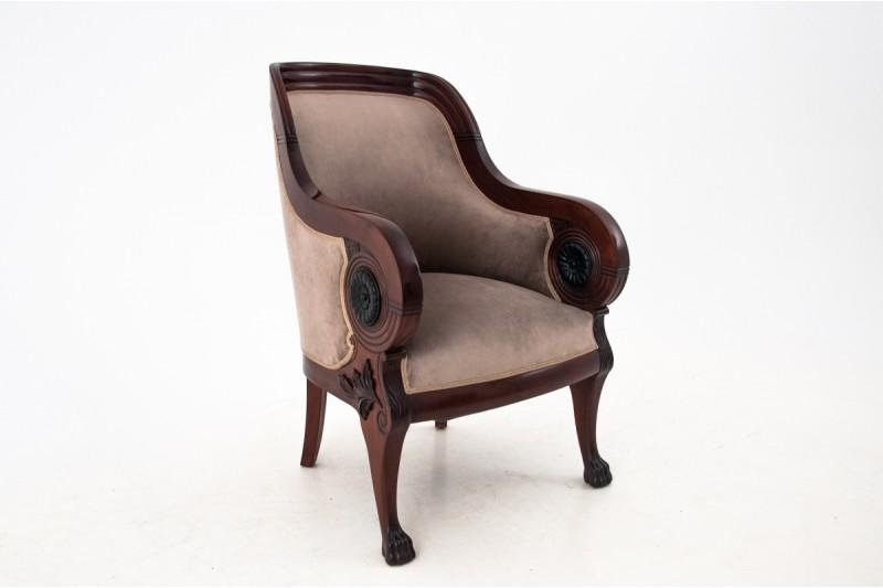zabytkowy fotel na lwich łapach